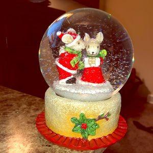 Christmas mouse snow globe